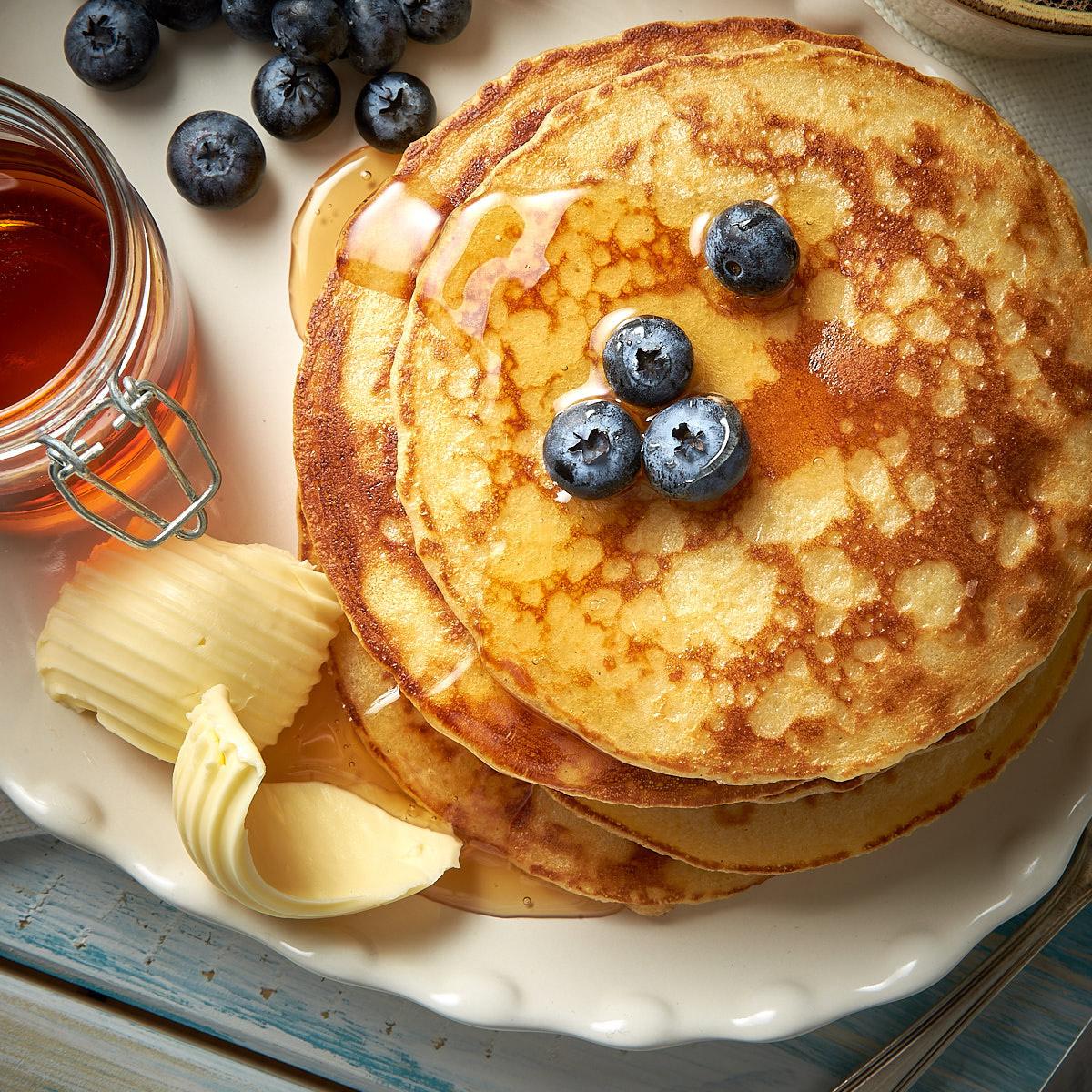Pancake mit Butterflocke und Honig